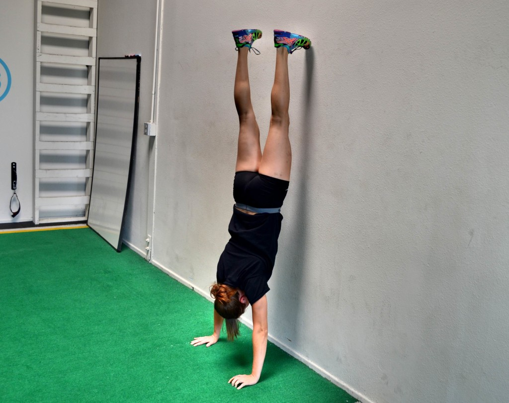 single-foot-handstand-wall-hold