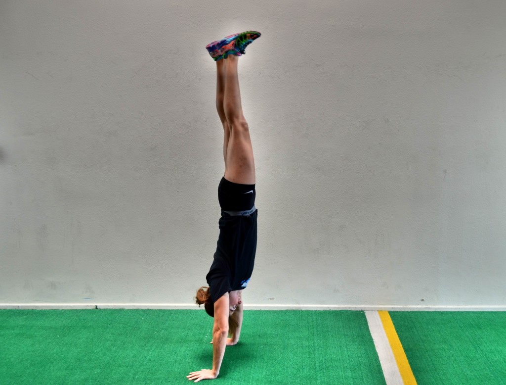 freestanding-handstand-hold