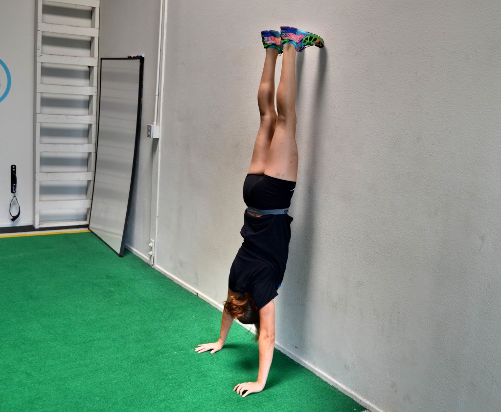 advanced-handstand-wall-hold