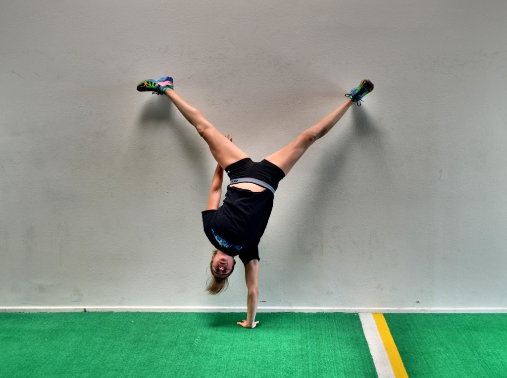 one-handed-wall-handstand