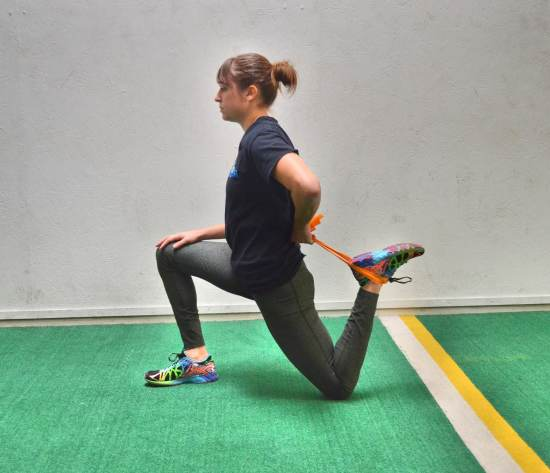 kneeling-hip-stretch-with-towel